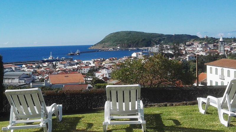 ★ Family House ★ Great view to Horta Bay and total tranquility, vacation rental in Praia do Norte