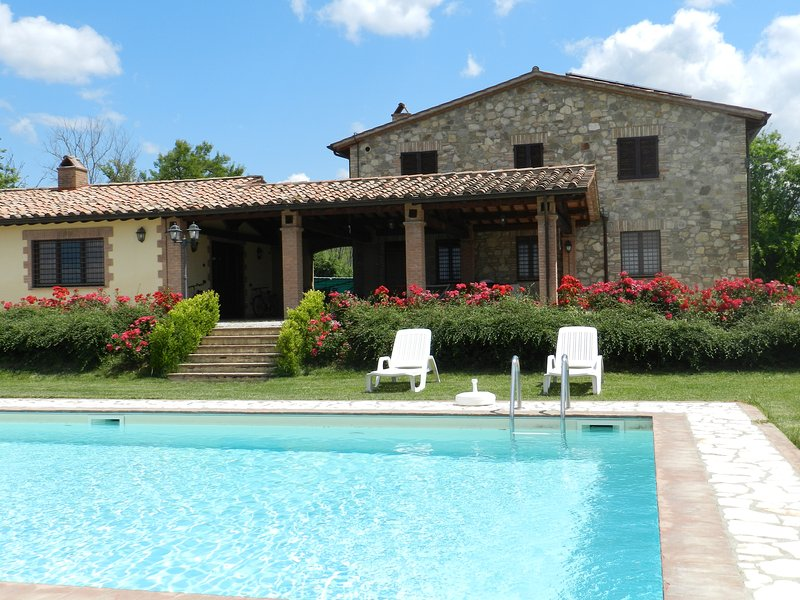 Nice apt with swimming-pool & Wifi, vacation rental in Fratta Todina