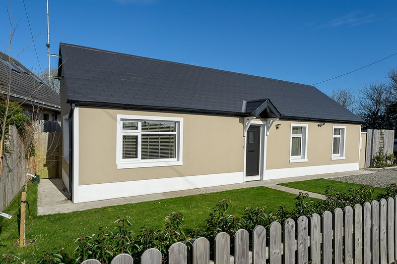 Country cottage beside the sea, casa vacanza a Skerries