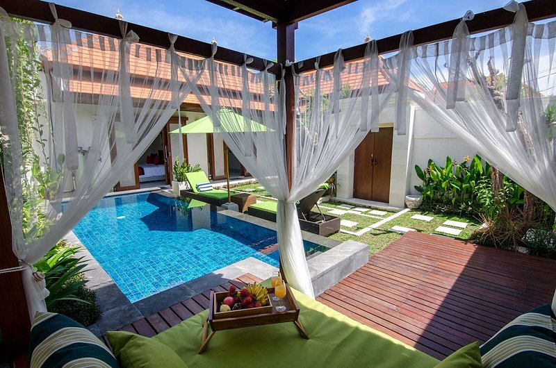Sanur - Private luxury Villa - with outdoor day bed, large pool - couples haven, location de vacances à Sanur