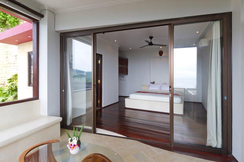 umbrella room jamarai suite, vacation rental in Senggigi