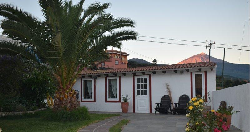 Jardín con vistas al Pico del Teide y al océano Atlántico