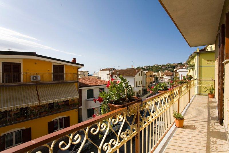 Casa vacanze  ' L'ORCHIDEA' SAPRI MARE BLU  ' OFFERTA  SETTEMBRE.- OTTOBRE, vacation rental in Casalbuono