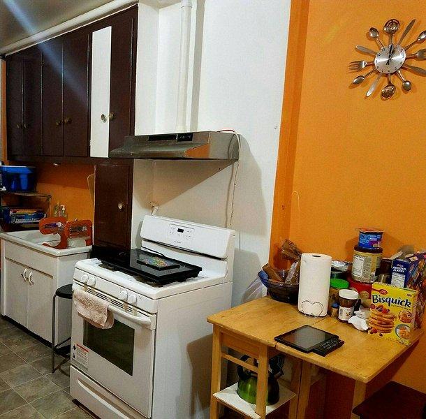 Cozinha é sempre limpo. Sinta-se livre para usar microondas, torradeira, cafeteira, fogão etc.