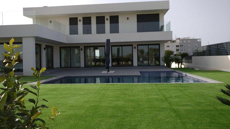 Nieuwe woning met zwembad, holiday rental in Catral