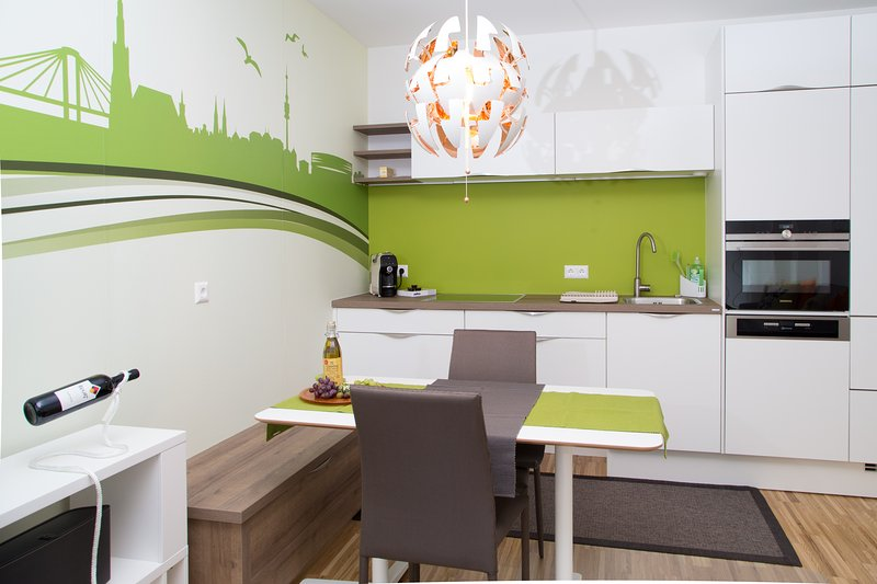 Stylish 2 Bedroom apartment, Belvedere and City, casa vacanza a Schwechat