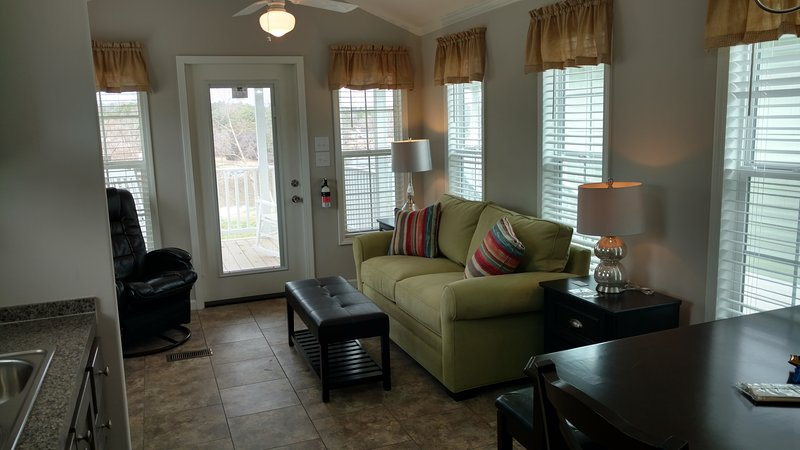 Cabin 8 (1 of 12 Tiny Homes), holiday rental in Sherrills Ford