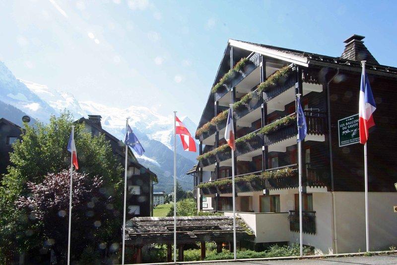 Apartment building in winter, leading onto Le Savoy ski area