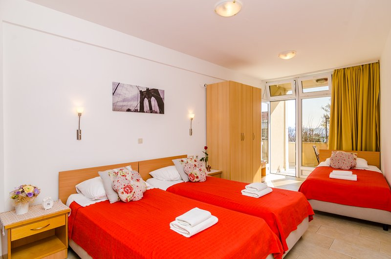Apartments Subrenum - Standard Studio Apartment with Terrace and Sea View, alquiler de vacaciones en Mlini