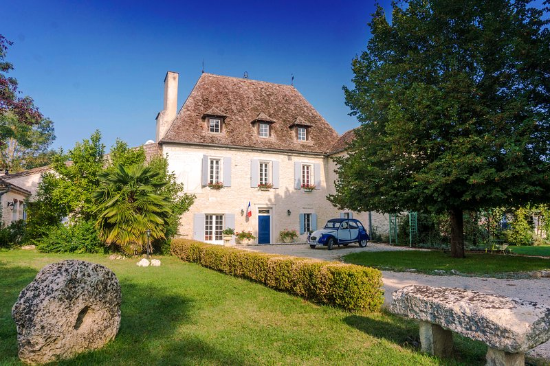 Le Manoir du Bout du Pont - pool, privacy, close to amenities, holiday rental in Peyriere