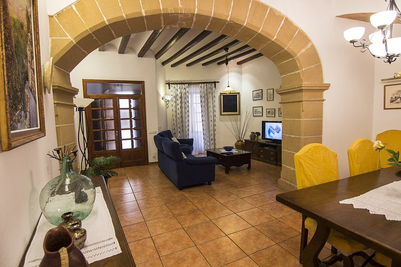 Lovely house in  town center, vacation rental in Pollenca