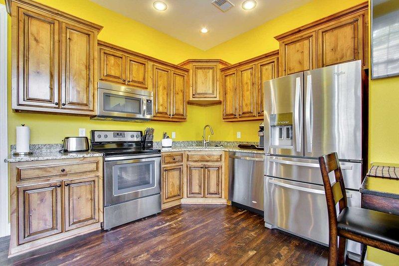 Completos encimeras de cocina de granito y electrodomésticos de acero inoxidable. cafetera Keurig w / COF cumplido