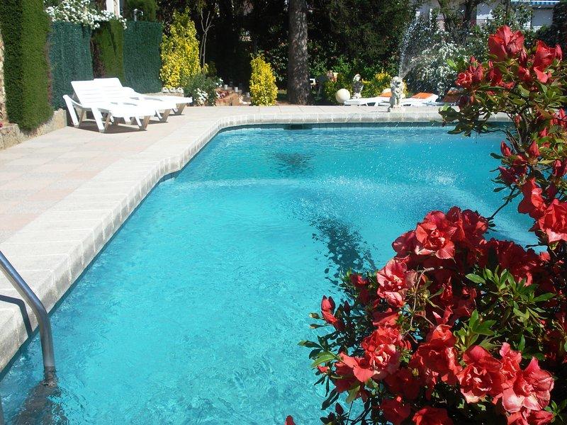 VillaHortènsia, con PISCINA, zona Natural Park Montseny, cerca de la CostaBrava., casa vacanza a Breda