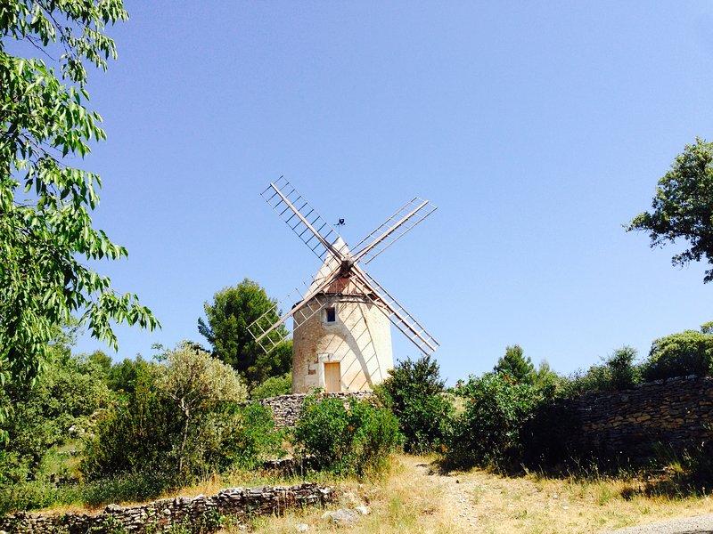 Los Joucas restaurado molino de viento.
