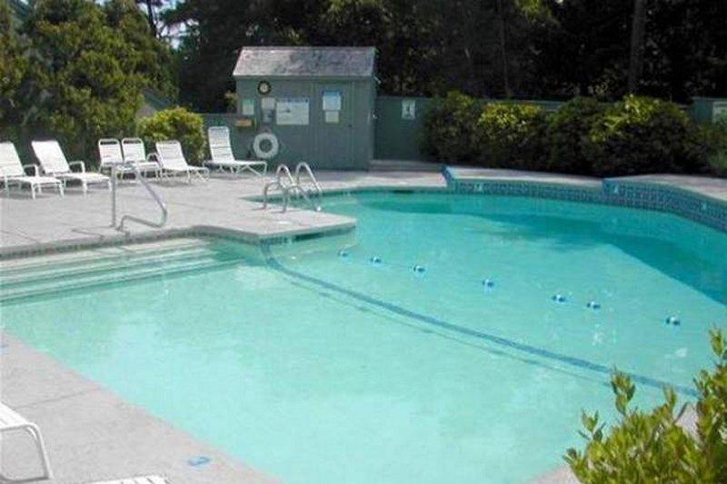 A piscina é privado para os moradores de condomínios e os hóspedes e está aberto a partir de meados de Maio a meados de Setembro