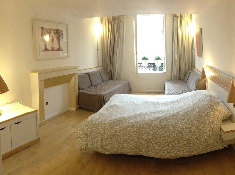 Chambre dorée BOUFFLET, location de vacances à Ribemont