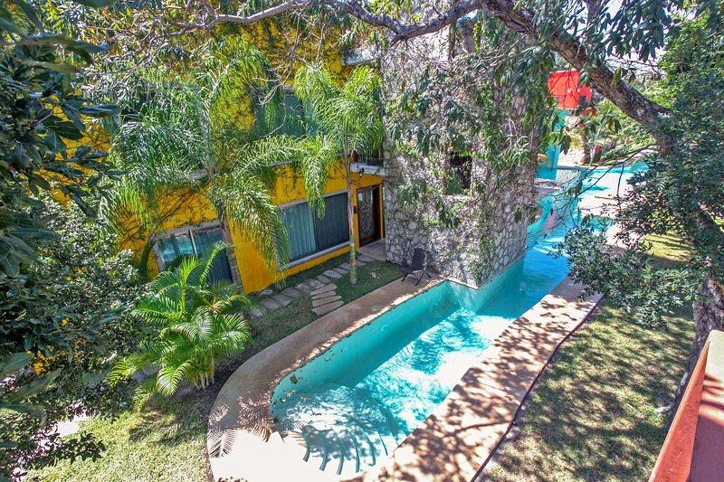 La piscina comune e posteriore della casa