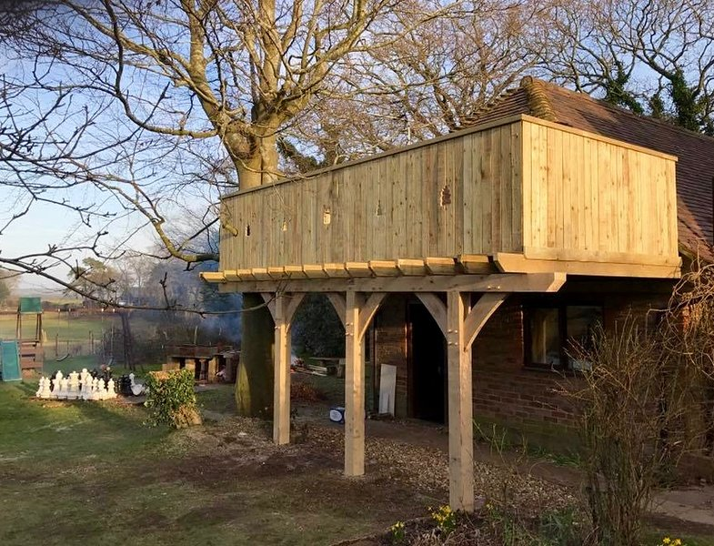 The new treehouse balcony (March 2017).