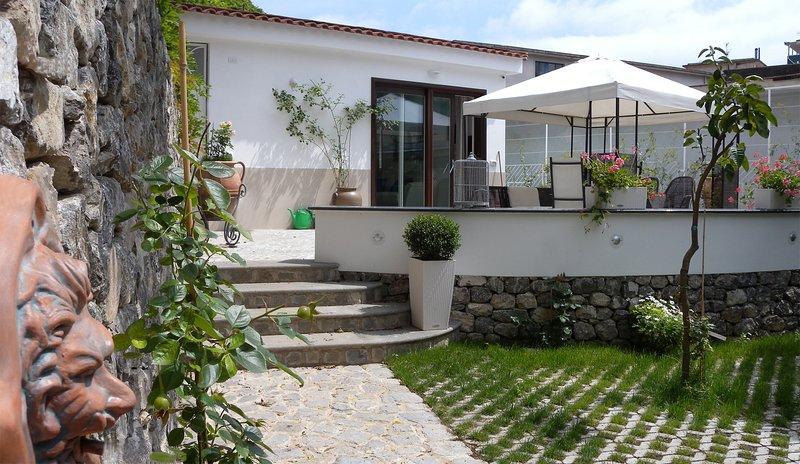 Garden villa 100 mt from the seashore, vacation rental in Maiori