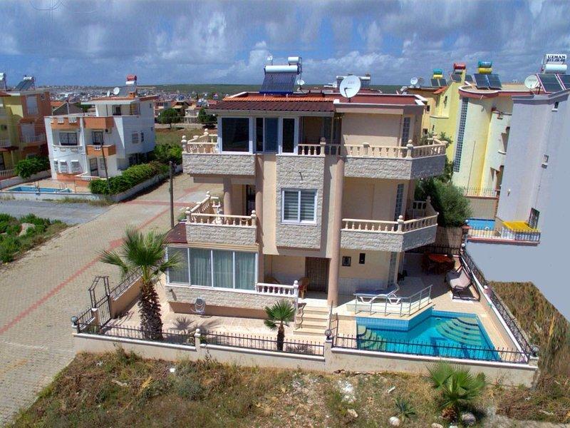 4 bedroom villa, holiday rental in Altinkum