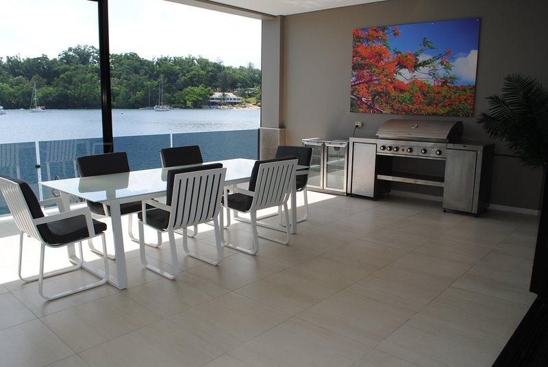 Onyx lujo Harbour Resort Poinciana Residencia Mirador frente puerto de Port Vila y piscina