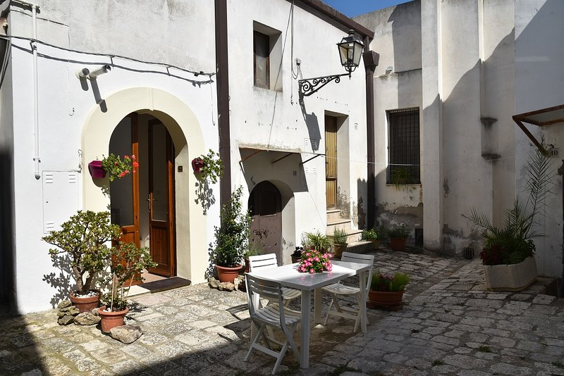 Nomadi Sedentari - piano terra, holiday rental in Acerenza