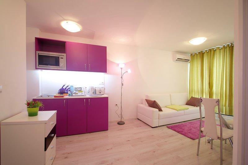 1-bedroom Deluxe apartment in MiniSmart Block A, location de vacances à Topola
