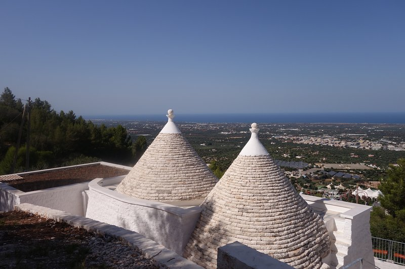LUXURIOUS TRULLO PANORAMIC SEA VIEWS IN TOP AREA CLOSE TO ALL AMENTIES, vacation rental in Cocolicchio