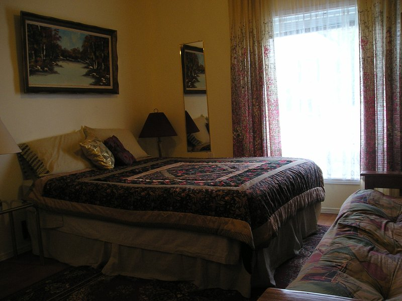 Little Big SUITE at the Guesthouse in Niagara Falls, holiday rental in Thorold