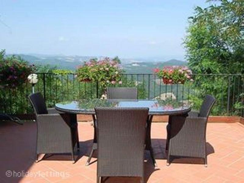 . IL GLICINE - Enjoy the Tuscan - free WI-FI, casa vacanza a Monteguidi