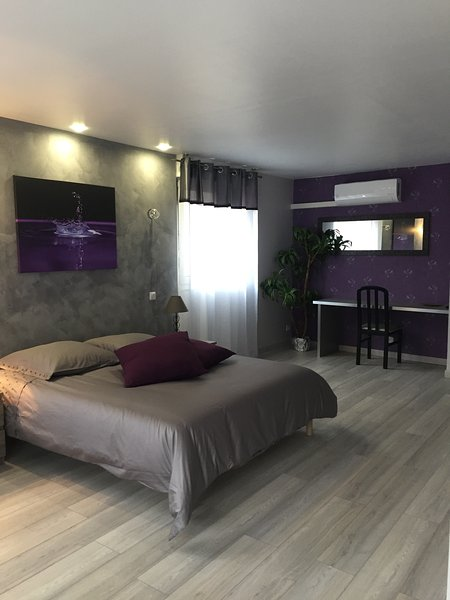 30m2 ground floor bedroom with private bathroom
