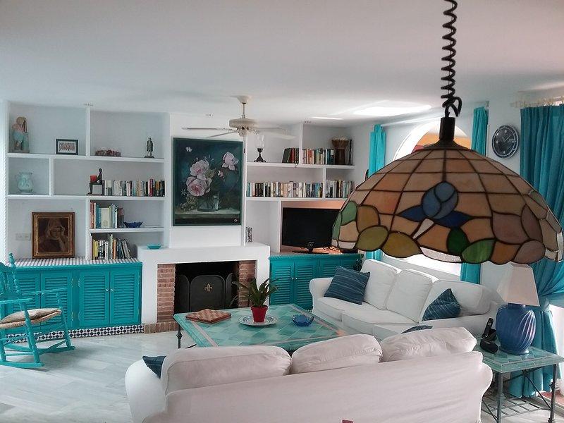 Large 2 bedroom townhouse located between Puerto Banus and Estepona, vacation rental in Estepona