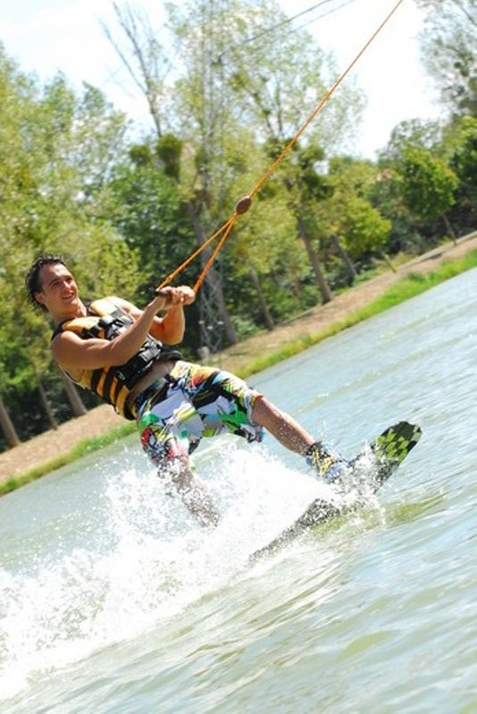 Para las personas activas - esquí acuático en Moncoutour