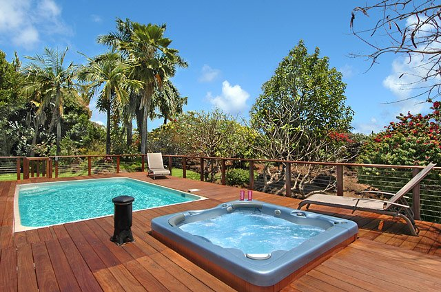 private warm pool and hot-tub on lanai in private garden back to Heiau