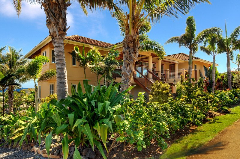Orchid house, 4 master suites, AC, private warm pool, walk to Poipu beach and Shipwreck beach
