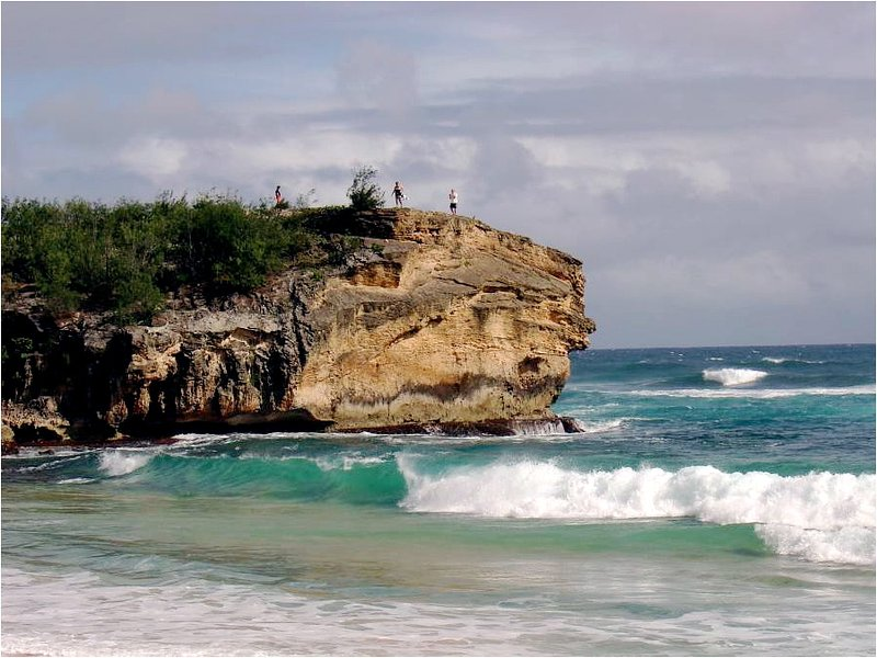 Walk to this cliff and Shipwreck beach, Grand Hyatt hotel, restuarants