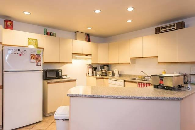 Executive Style Apartment (3 Bedrooms, 2 bathrooms, Full Equipped Kitchen, Wifi), vacation rental in Montreal