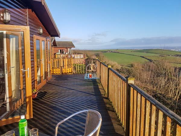 LODGE 19, holiday park, indoor heated swimming pool, dog-friendly, Milbrook, vacation rental in Sheviock
