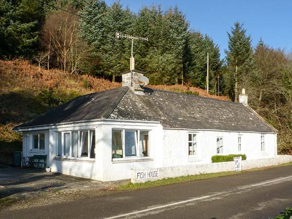 FISH HOUSE, ex-fisherman's cottage, 2 bath, pet-friendly, garden, holiday rental in Kirkcudbright