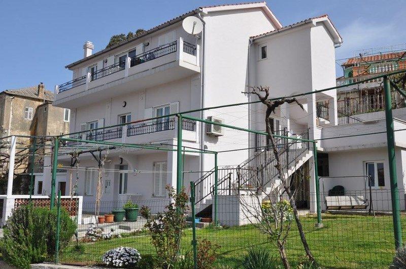 Apartments 'MAJA', holiday rental in Lopar