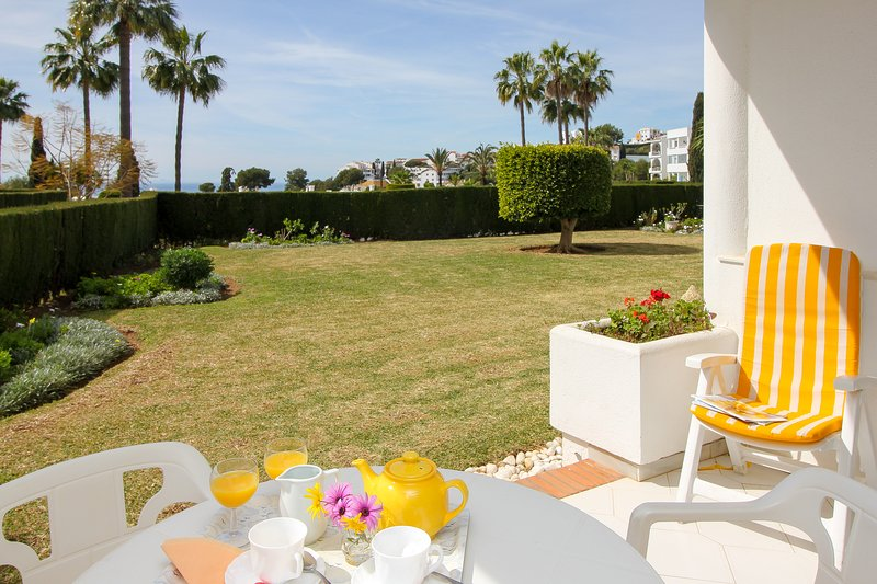 Lovely apartment with garden and seaviews, holiday rental in Sitio de Calahonda