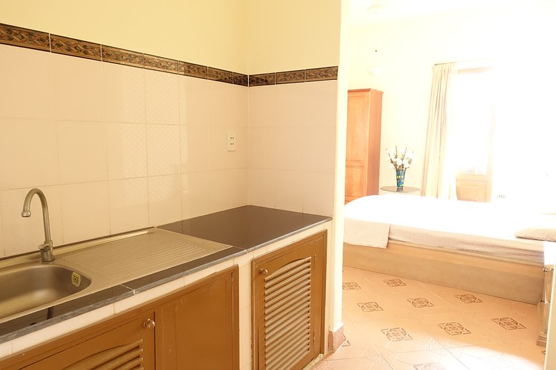 Queen Room with beautiful rooftop garden, holiday rental in Ho Chi Minh City