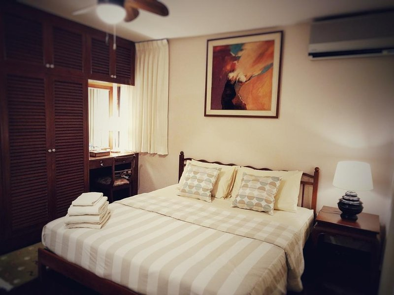 Villa Volpi B&B - Deluxe Double Room with Private Balcony and Pool View, holiday rental in Bang Bo