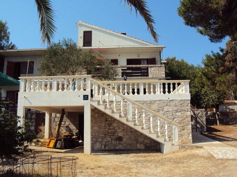 Apartment Kolić, holiday rental in Dugi Island