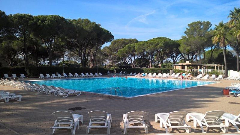 Appartement T2 (3*) tout confort avec terrasse privative, piscine, tennis, golf, holiday rental in Saint-Raphael
