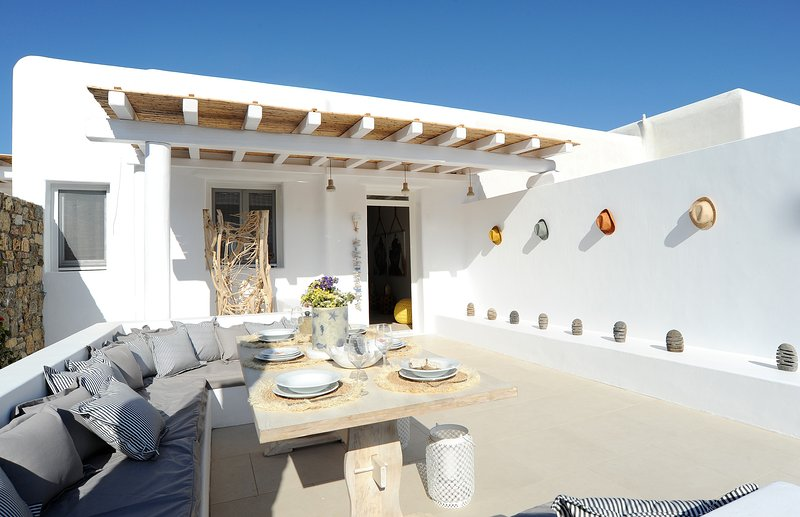 2 Bedroom Summer villa with an artistic touch near Panormos, location de vacances à Panormos