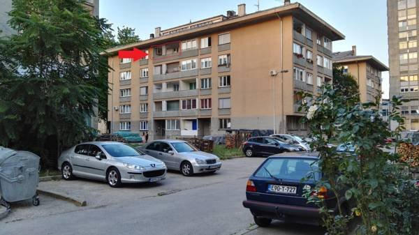 Red arrow shows the balcony of the apartment