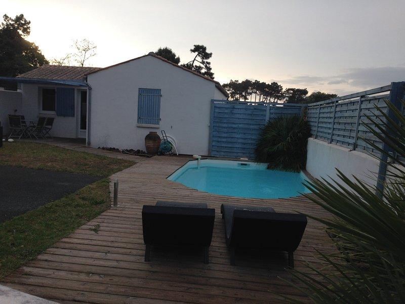 jolie petite villa climatisée, avec piscine privée proche plage et commerces, wifi gratuit