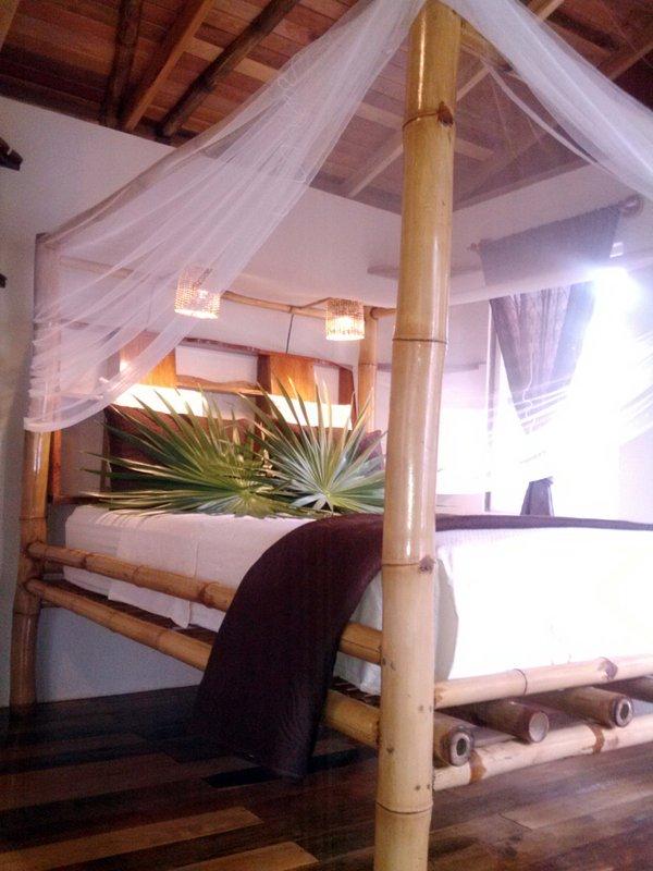 Muebles de bambú largo