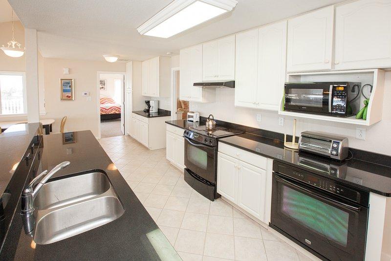 Oven,Indoors,Room,Microwave,Kitchen